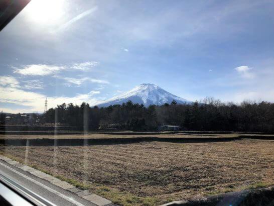 マリオット富士に行く途中の車窓から見える富士山