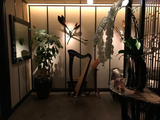 ザ・リッツ・カールトン東京のクラブラウンジのハープ