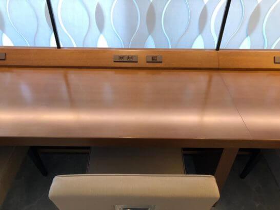 ビューゴールドラウンジの窓際席