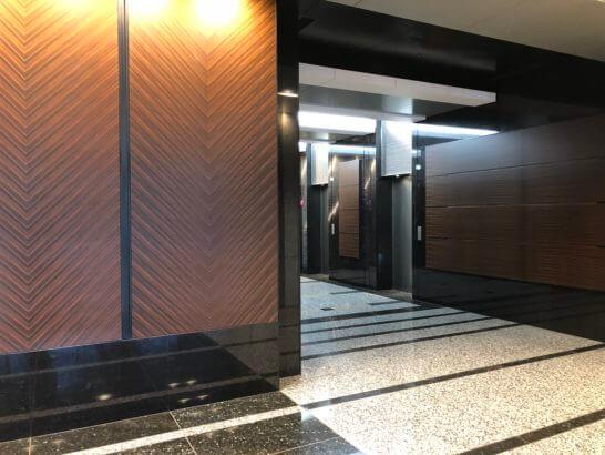 松井証券のオフィスの1Fエレベーター