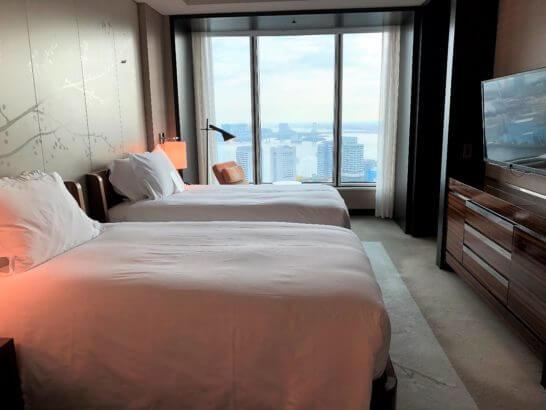 コンラッド東京のスイートルームのベッドルーム
