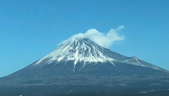 東海道新幹線の車窓から見える富士山 (2)