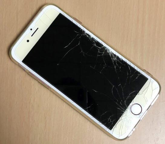 液晶がひび割れたiPhone 6s