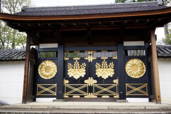 京都の醍醐寺の門