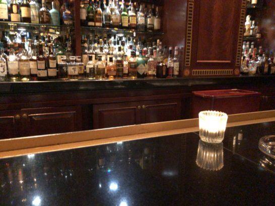 ウェスティンホテル東京のザ・バーのカウンター席