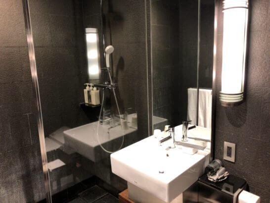 サクララウンジ(羽田空港国際線)のシャワールーム(洗面台)