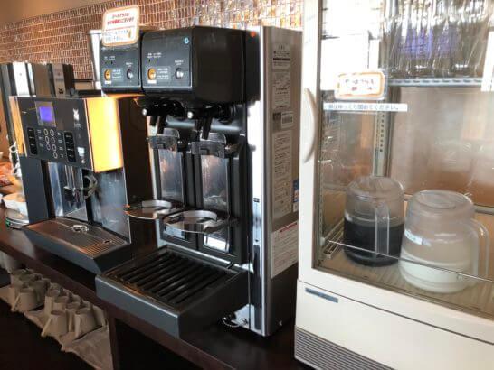 TIAT LOUNGE ANNEXのビールサーバー・コーヒーマシン