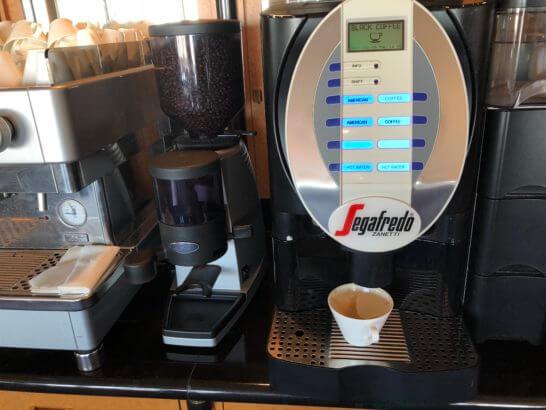 ウェスティンホテル東京 エグゼクティブ クラブラウンジのコーヒーマシン