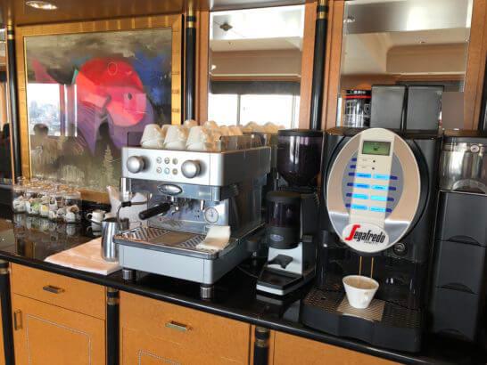 ウェスティンホテル東京のエグゼクティブ クラブラウンジのコーヒーマシン