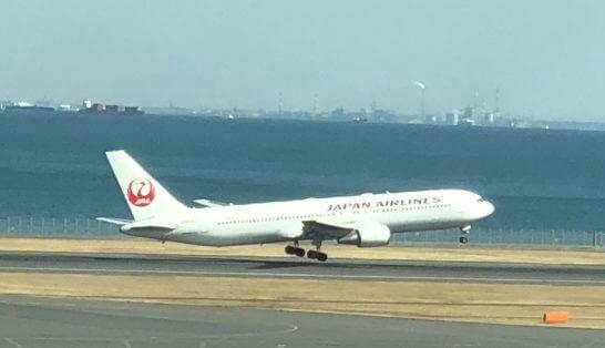離陸するJALの飛行機