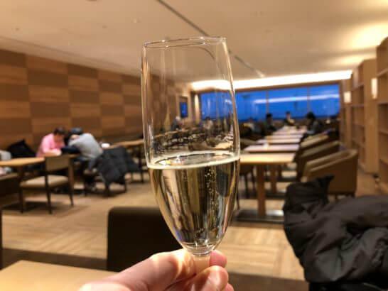 サクララウンジ(羽田空港国際線)のスパークリングワイン