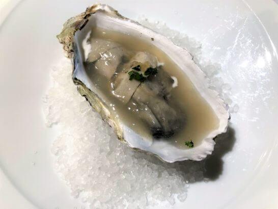 レストランの生牡蠣