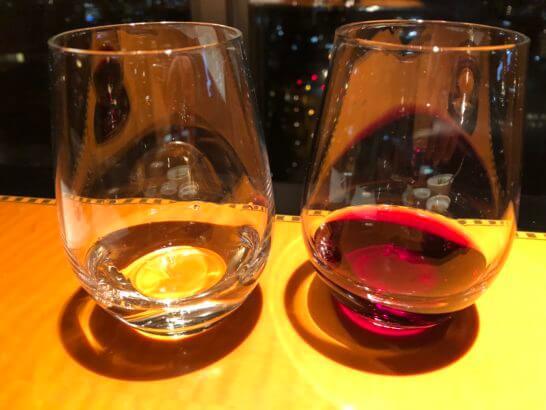 ウェスティンホテル東京 エグゼクティブ クラブラウンジの白ワインと赤ワイン