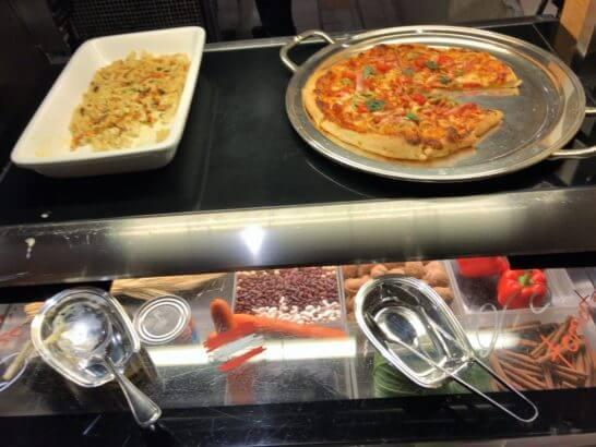ウェスティンホテル東京のザ・テラスのディナー (ピザ・チャーハン)