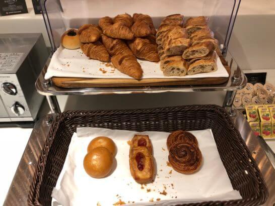 サクララウンジ(羽田空港国際線)のパン