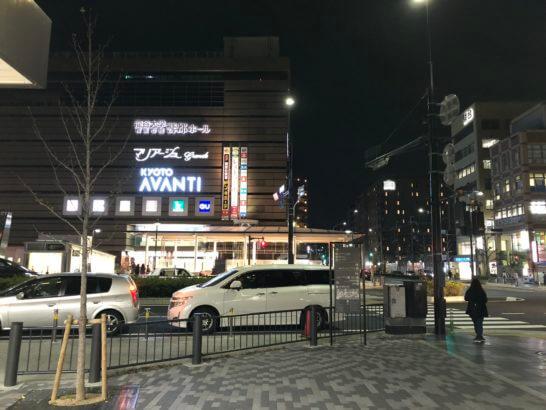 京都AVANTIの前の交差点