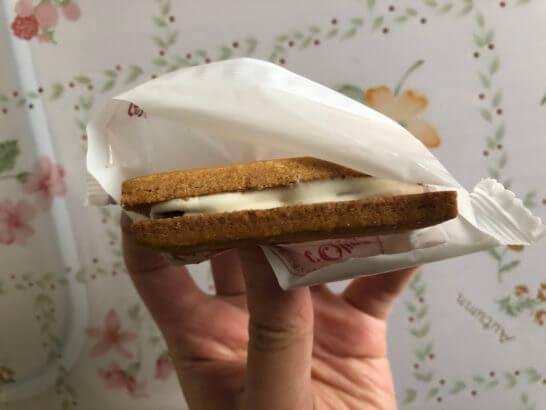 BLUE SKYで買ったJALファーストクラスのお菓子 (TERAKOYA オリーブサンド)