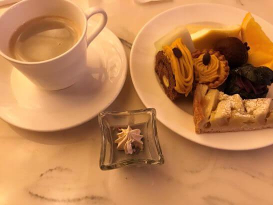 ウェスティンホテル京都のアクアブルーのスイーツ・コーヒー