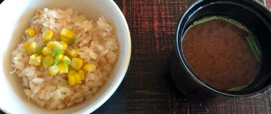 帆立と玉蜀黍御飯、赤出汁