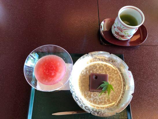 季節の水菓子、緑茶