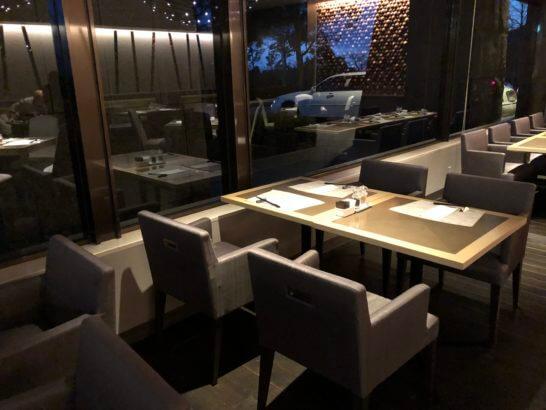 ヒルトン小田原のメインレストランの落ち着いた席