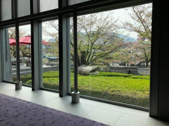 京都国立近代美術館の1F窓からの眺め