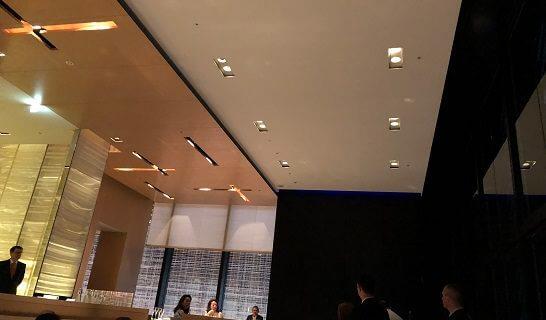 ベージュ アラン・デュカス 東京の「ジュール・ヴェルヌ」&シャンパーニュ「ベル エポック」の挨拶と乾杯