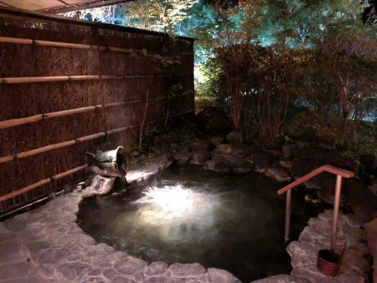 箱根吟遊の客室露天風呂(月)