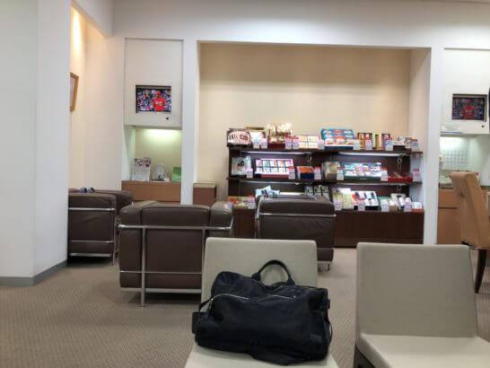 伊勢丹立川店のお得意様サロンのソファー席・お中元の案内・テレビ
