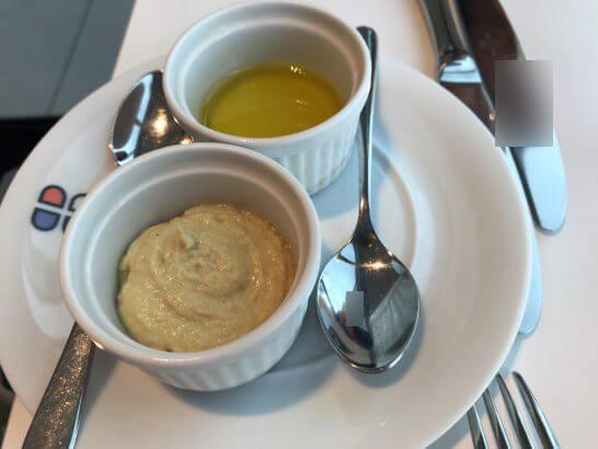 ブラッスリー ポール・ボキューズ 大丸東京のカレー風味のバターとオリーブオイル