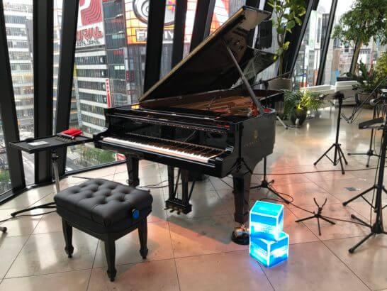 アメックス銀座ラウンジ(THE GREEN Cafe American Express × 数寄屋橋茶房)のピアノ