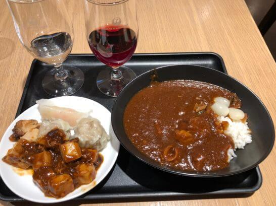 サクララウンジ 羽田空港国際線のJAL特製カレー、ワイン、おかず