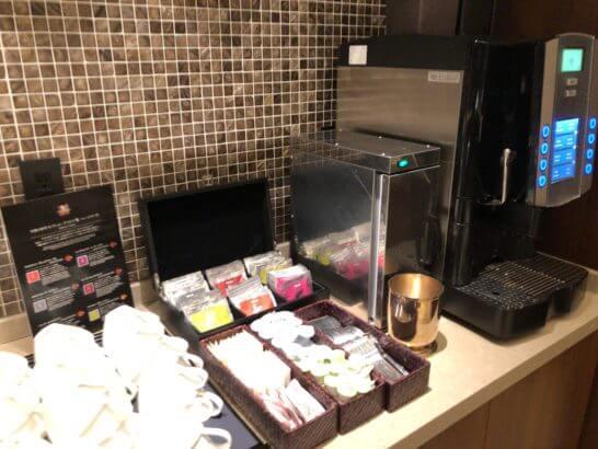 横浜シェラトンのクラブラウンジのコーヒーマシン・紅茶