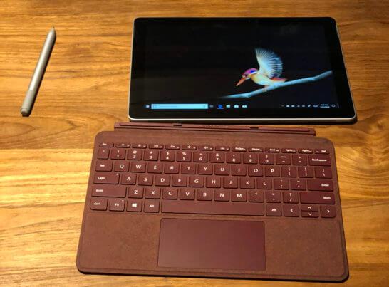 Surface Go本体とキーボード兼カバー、ペン