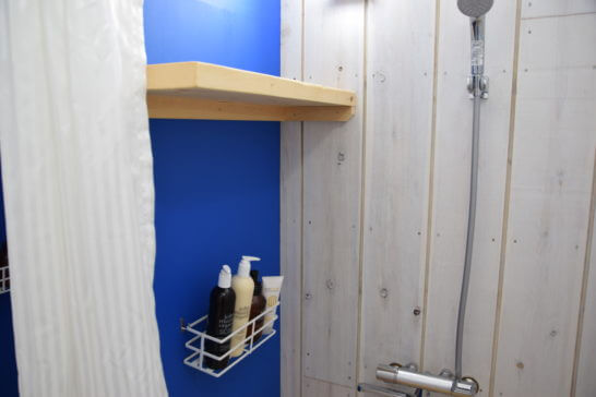アメックスの海の家「AMEX BLUE HOUSE」の男性用ロッカールーム