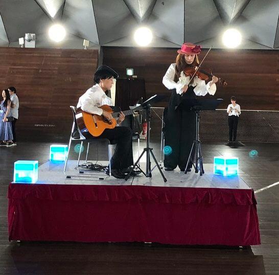 アメックスの横浜花火大会のホールでの生演奏