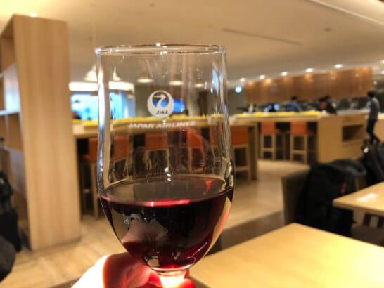 サクララウンジ 羽田空港国際線の赤ワイン