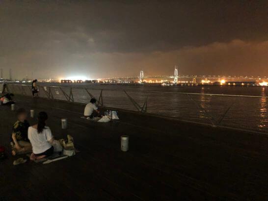 アメックスの横浜花火大会終了後の横浜大さん橋