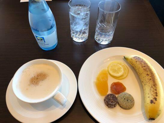 横浜ベイシェラトンホテルのクラブラウンジのオールデイスナックの飲食