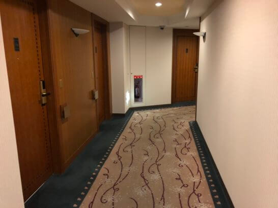 横浜ベイシェラトン ホテルの通常フロアの廊下(2)