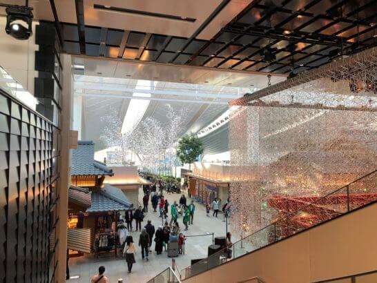羽田空港 国際線ターミナルのエスカレーター