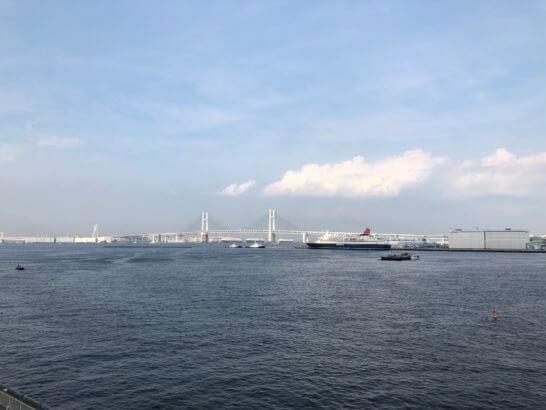 横浜大さん橋から見えるレインボーブリッジ