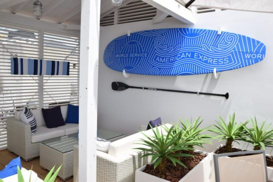 アメックスの海の家「AMEX BLUE HOUSE」の会員席