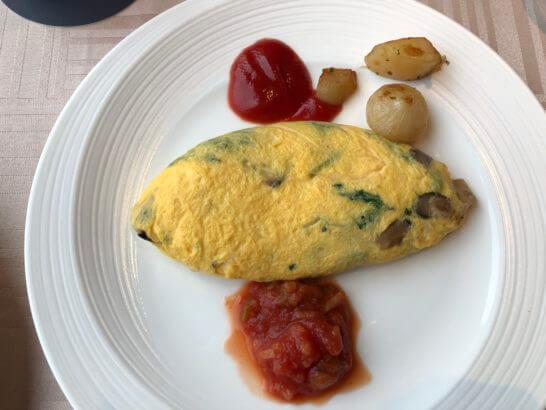 横浜ベイシェラトン ホテルのクラブラウンジの朝食(オムレツ)
