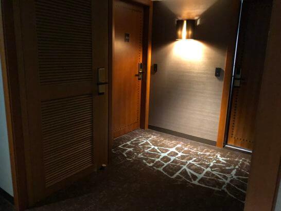 横浜ベイシェラトンホテルのクラブフロアの客室の扉