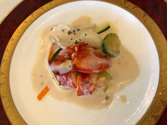 オマールエビのモルソーと季節野菜のフリカッセ トリュフとバターの軽い泡立てたクリームソース