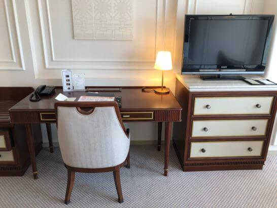 ホテルニューグランドのデスク
