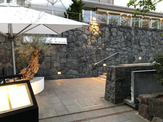 レストラン「ラー・エ・ミクニ」の入り口