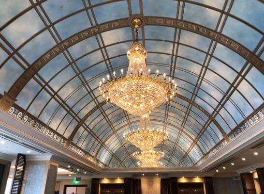 アメックスの東京花火大祭の会場の天井