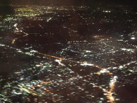羽田空港着陸時の夜景